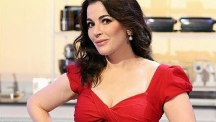 Nigella Lawson - mmm... it was a huge compliment, of course, and I enjoyed it, but I never thought of me looking like her... what do you think? Do you agree with the lady?