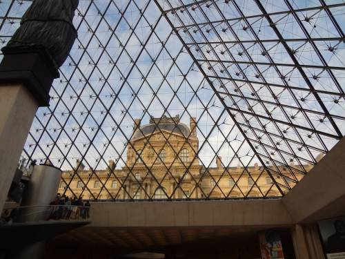 "The Louvre always has ""scenes"" that inspire me!"