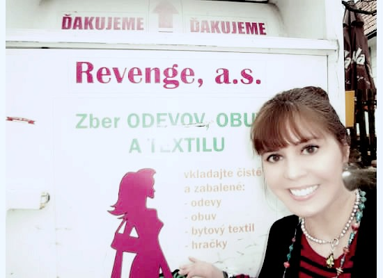 Again I wanted the local language in my photo...  Revenge? Well, that is a bin to donate clothes, I donated this coat