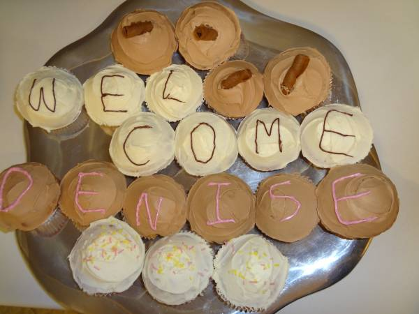 This was the way Em welcomed me! Delicious cupcakes!