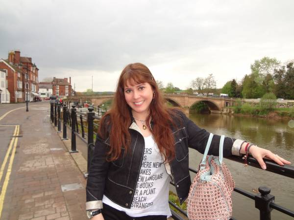And finally Bewdley with its famous bridge! The T-shirt was bought in Greece! The bag is one of my favorite ones, bought in Germany