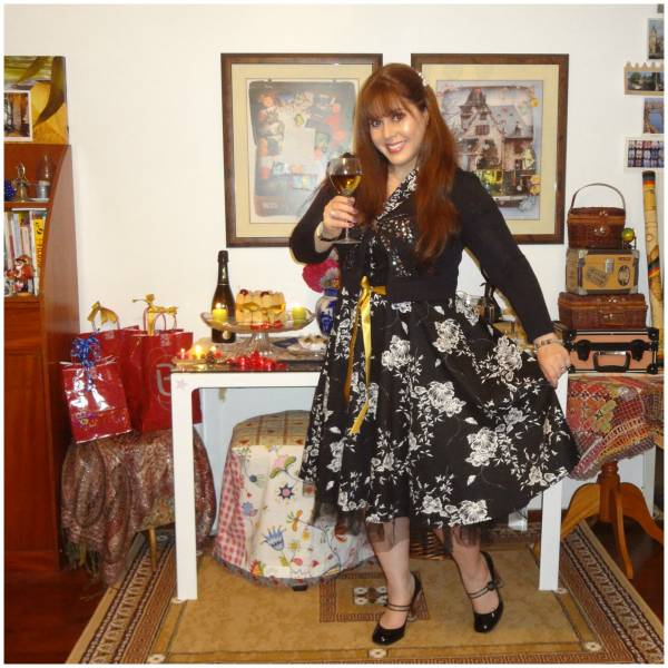 I really loved the dress the minute I saw it! As a tradition, I wear black on Christmas and white on new year's eve!