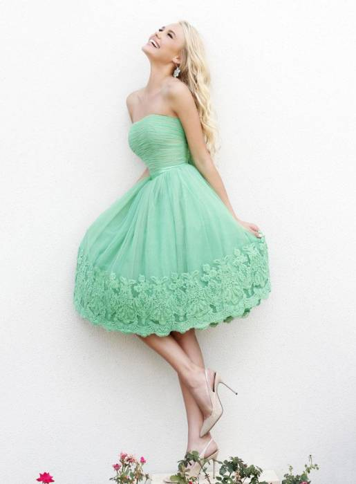 Sweet Strapless A-line Appliques Ruffles Short Homecoming dress