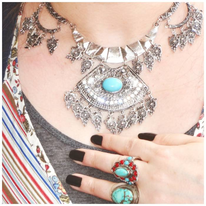 Loved this silver necklace! The top has nice details