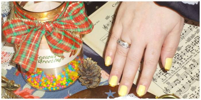 First time I wore this color - yellow with golden nail tips, and a beautiful piece of jewellery, given by my mother