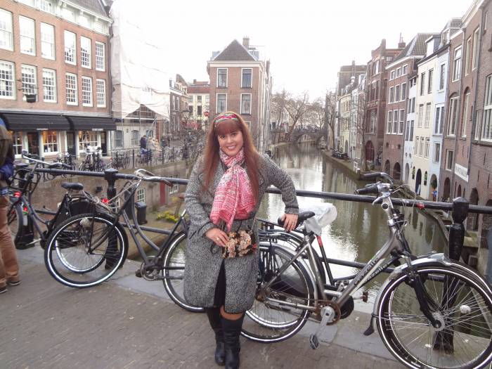 Downtow Utrecht - with a grey coat and a silk scarf all the time, bought in San Sebastian. Bag, Oh Moca,