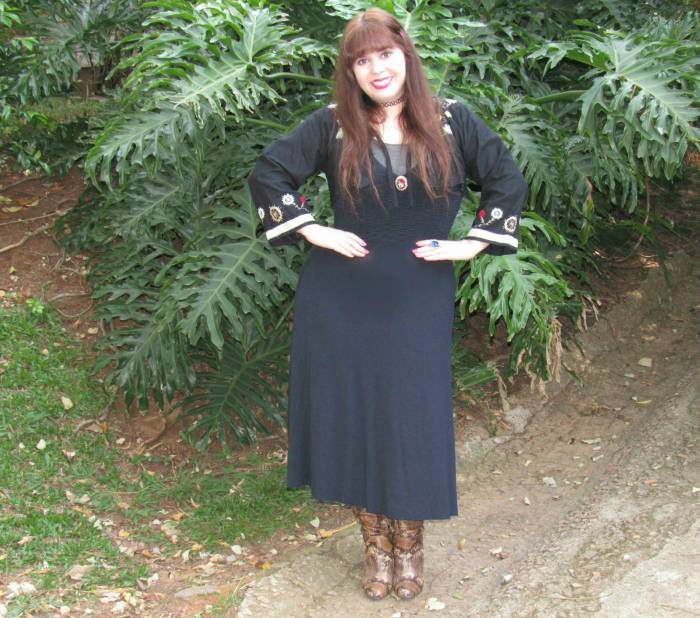 Lately I'm wearing more figure hugging dresses, probably because I lost weight. Nice for a change!