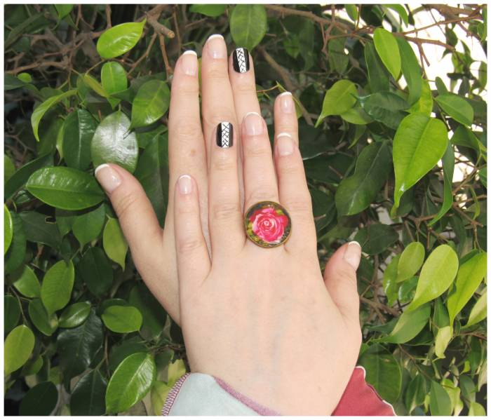 Nail art of the week and a ring from Girona
