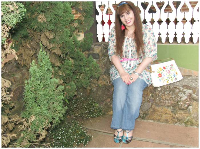 Floral tunic, Donna Hannover; Jeans, LB; Bag, Luz da Lua; Belt, Asos