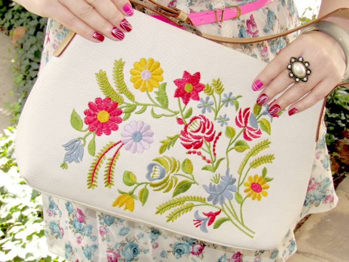 I really love this floral bag!