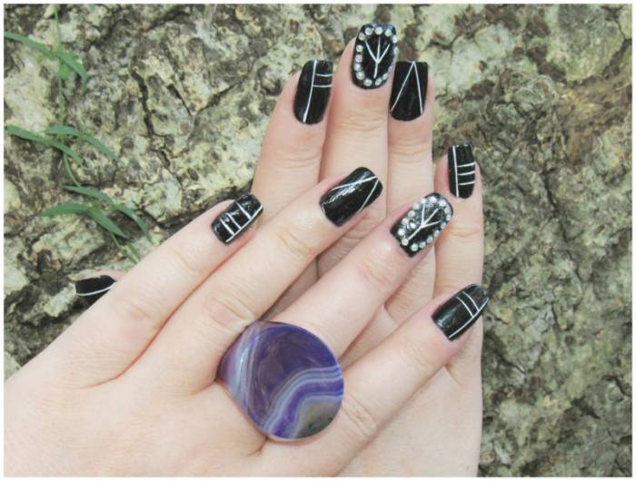 Nail art detail, with beads. Stone ring, Total
