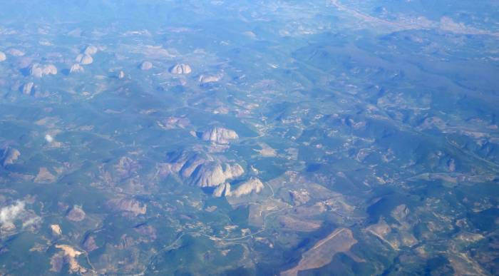 Leaving the northeast of the country... I know people say it's tacky to take pictures from the plane, but I can't help, I love it! I googled and this seems to be called  Serra do Teixeira - amazing mountains